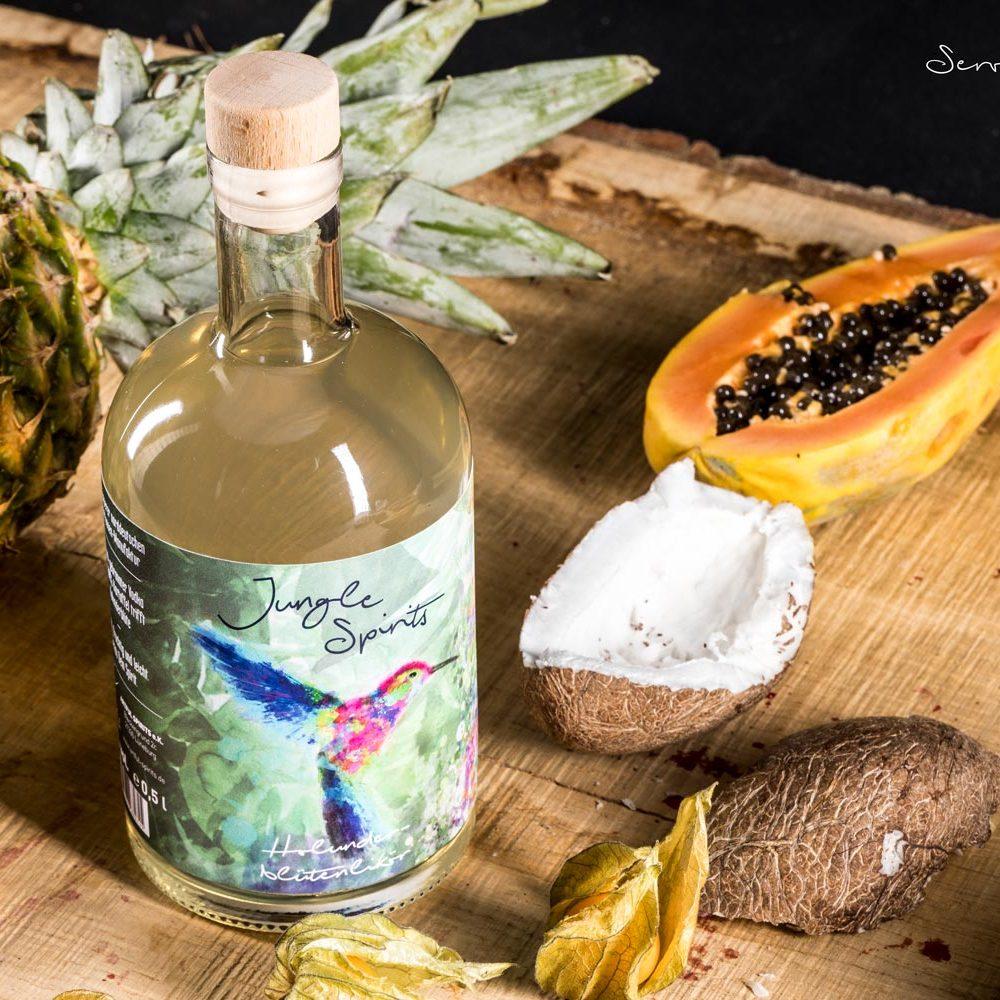 Bunt, fruchtig und leicht im Geschmack - Das ist der Holunderbluetenlikoer von Artful Spirits
