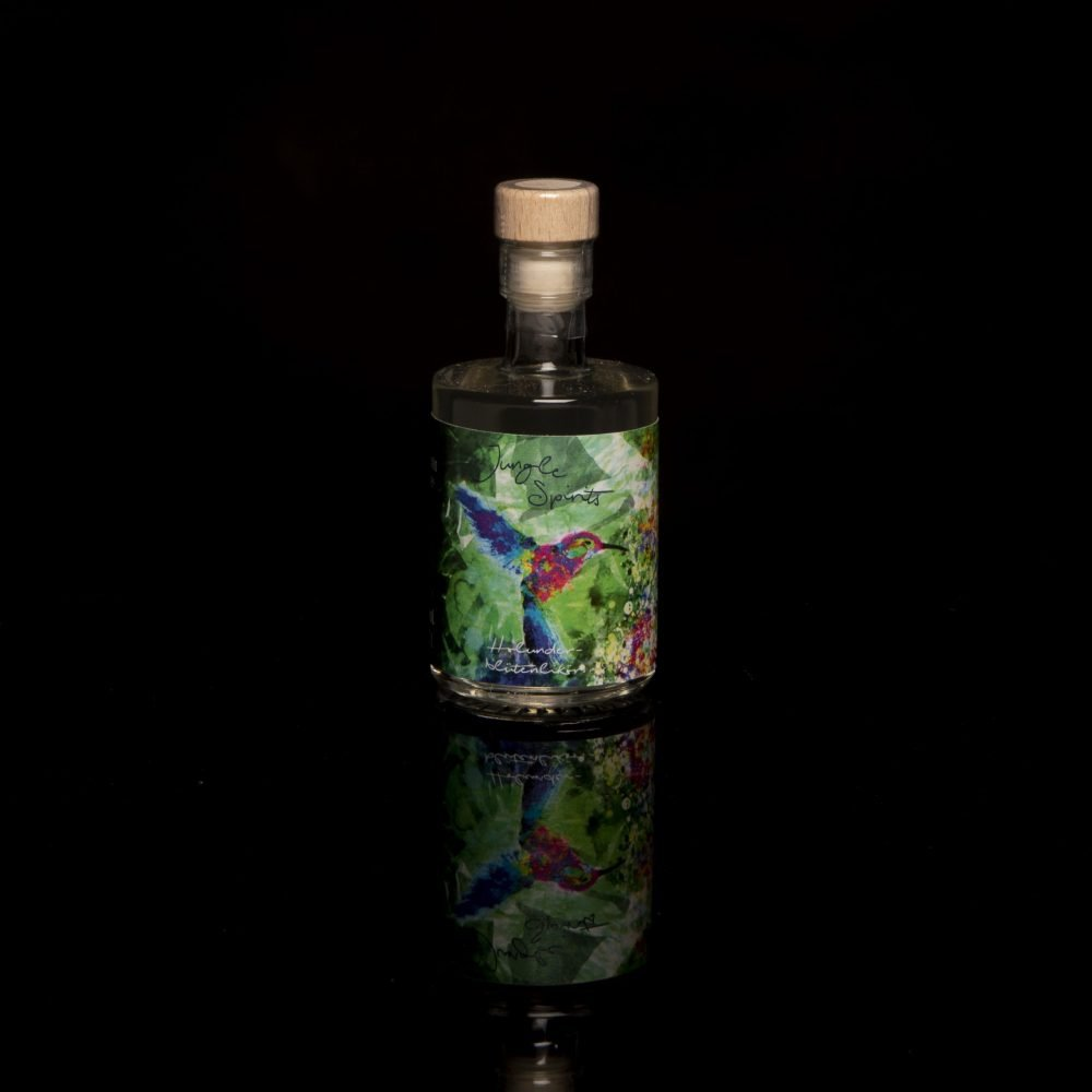 Holunderblütenlikör als Miniaturflasche.